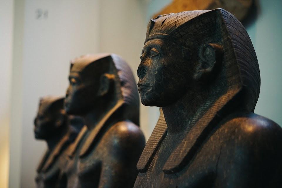 3体のセンウォスレト3世像