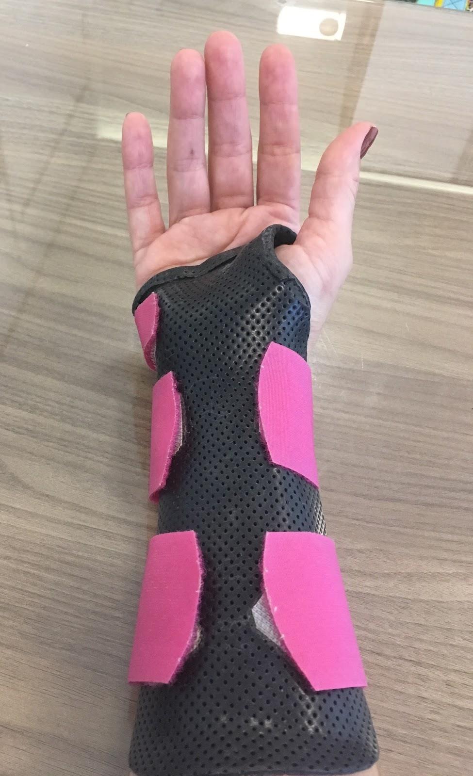 como parar a dor no pulso durante flexões