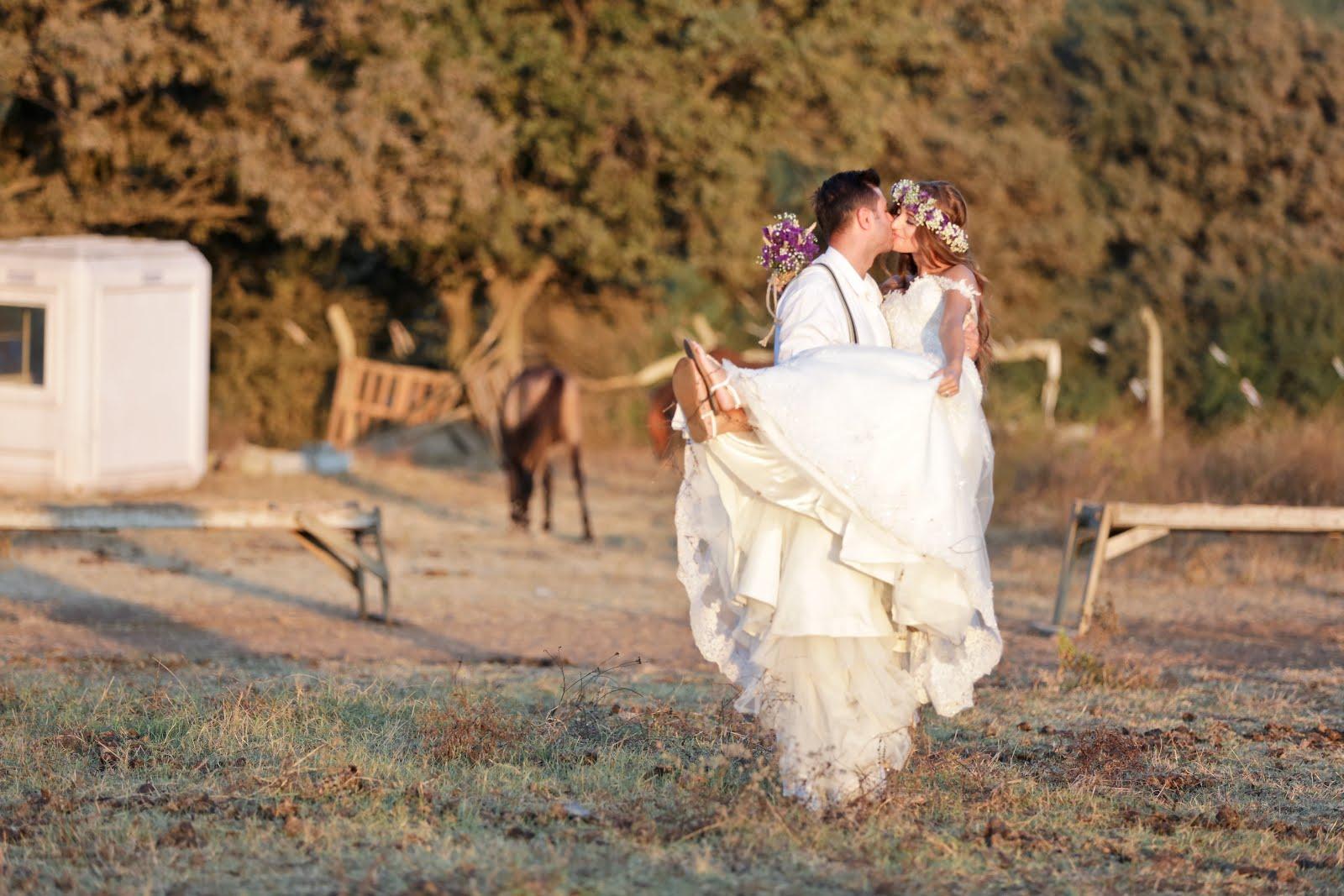 foça düğün fotoğrafları basta olmak uzere alacati sirince urla turkbuku gibi yerlerde gelin damat dış mekan fotoğrafları çekmeye, photoshooting yapmaya devam ediyoruz. fotoshooting hohczeit fotograf Türkei