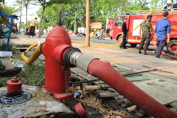 hydrant pengisian mobil pemadam kebakaran tak berfungsi