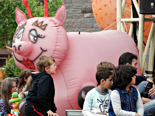 Crianças Atentas ao Espetáculo no Festival de Bonecos de Canela 2016