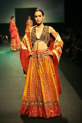Stylish-Designer-Bridal-Lehenga-Designs-2017-By-Ritu-Kumar-6