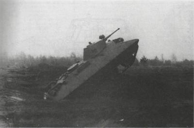 Танк БТ-СВ-2 спроектированный Н. Цыгановым,   на испытаниях. 1939 год. На этой машине, создававшейся параллельно с А-20, отрабатывалась схема бронекорпуса с наклонным расположением листов (АСКМ).