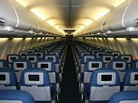 Perhatikan 10 Hal Penting Berikut Saat Anda di Dalam Pesawat