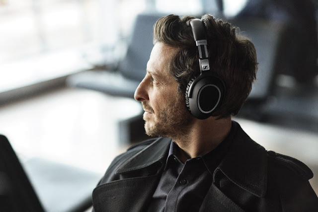 Wireless headphones - Sennheiser PXC 550