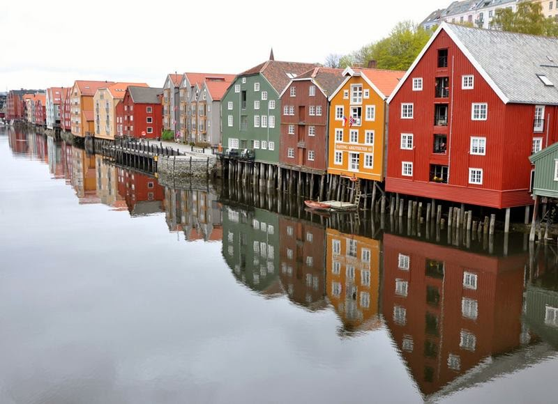 Trondheim was a trading hub and a major port of call for ships travelling up and down the Scandinavian coast, most of these warehouses have been beautifully restored and converted into restaurants, cafes, shops and business premises.