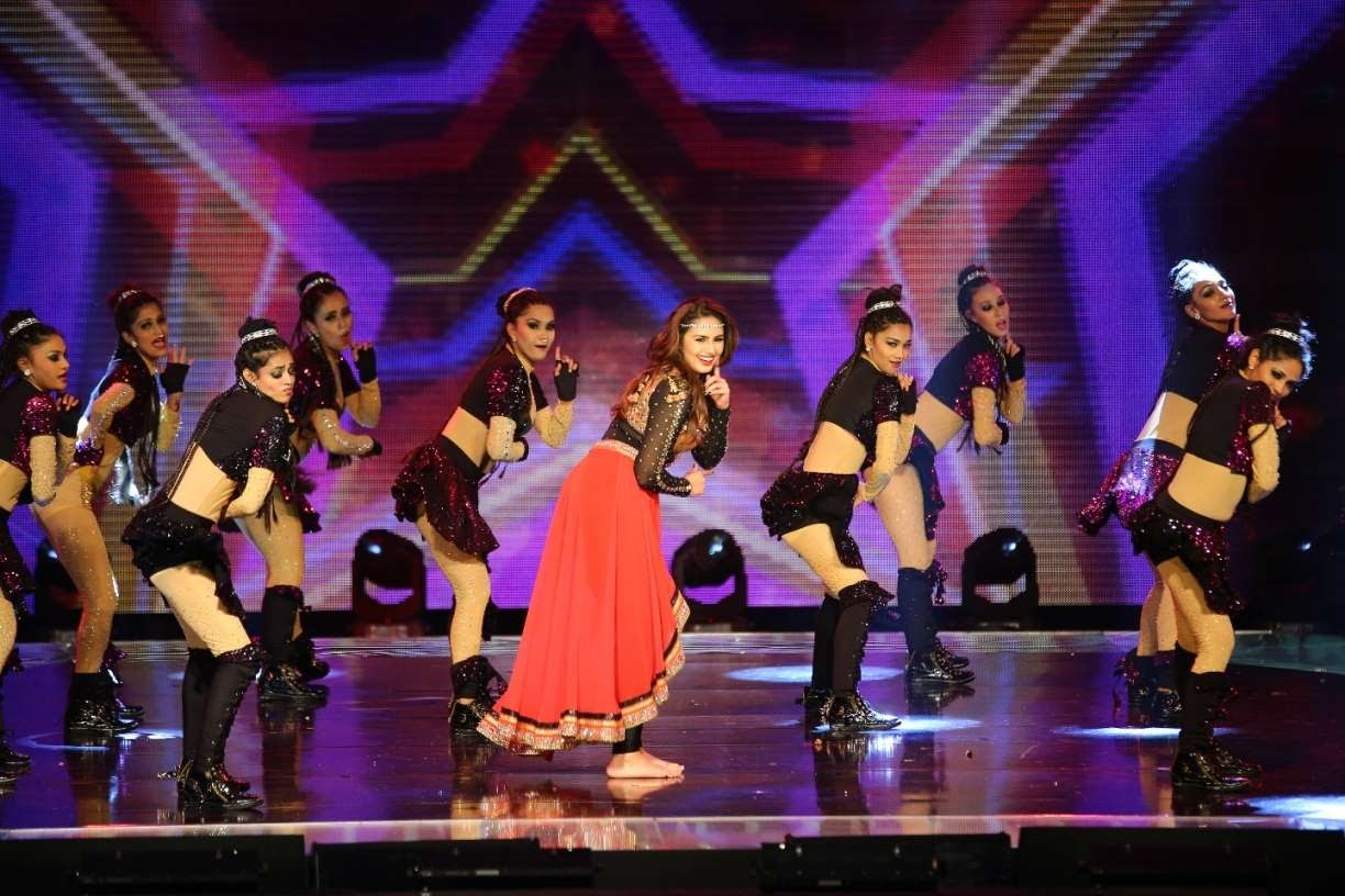 Huma Qureshi was among the performers at SIIMA