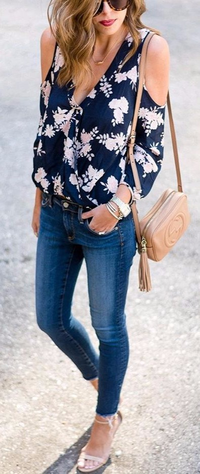 Floral cold-shoulder + neutral accessories | trendy street style