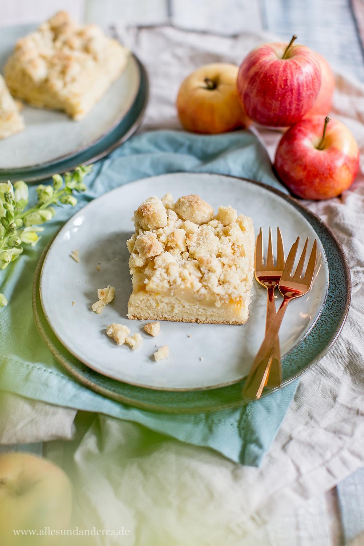 Klassischer Apfelkuchen Vom Blech Mit Hefeteig Und Streusel Alles