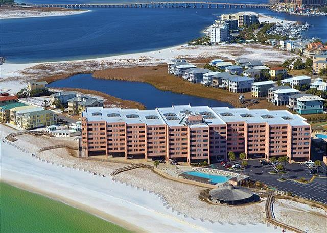 Jetty East Condominiums in Destin, a small, gated Gulf front resort community, is conveniently located just a mile and a half from the BUSTLE of Highway 98 where you can find fantastic restaurants, a plethora of shopping, and attractions for everyone in the family.