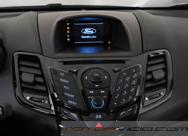 carro New Fiesta Hatch 2014 - interior - sistema SYNC