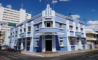 Prefeitura de Patos exonera quase 500 cargos comissionados e centenas de contratados
