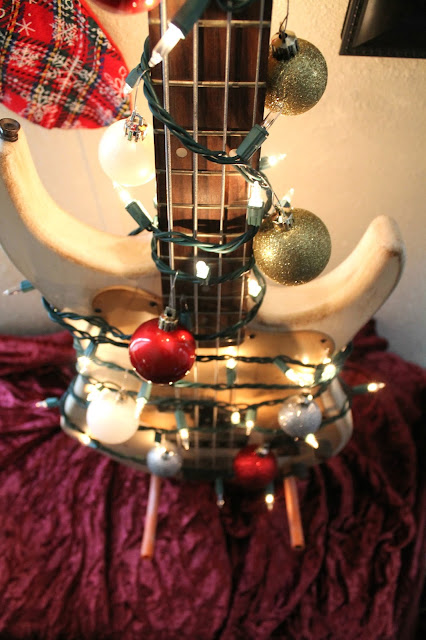 Christmas tree for musicians. Christmas tree alternative. Alternative Christmas tree.  unconventional christmas trees christmas decor without a tree christmas tree alternatives diy alternative christmas trees pinterest cool christmas trees unusual christmas trees christmas tree substitutes