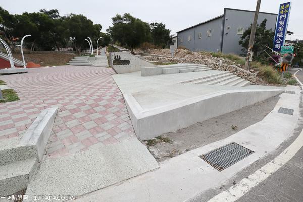《台中.龍井》水師寮兒童公園|復古磨石子溜滑梯|懷舊農村彩繪牆|近龍井區公所