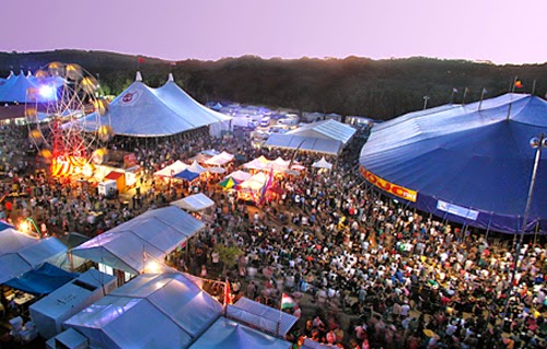 BEST HOLIDAY DESTINATIONS IN APRIL | Byron bay blues festival Australia
