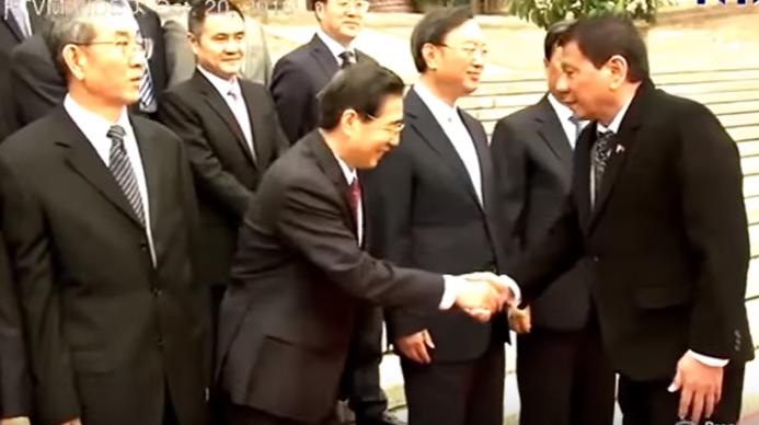 WATCH: Binukeng Si Pangulong Duterte, Paano Nakipagnegosasyon Sa China