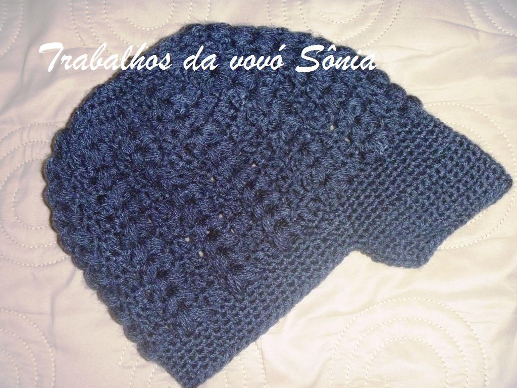Trabalhos da vovó Sônia  Boina feminina com aba preta - crochê cf6166459b4