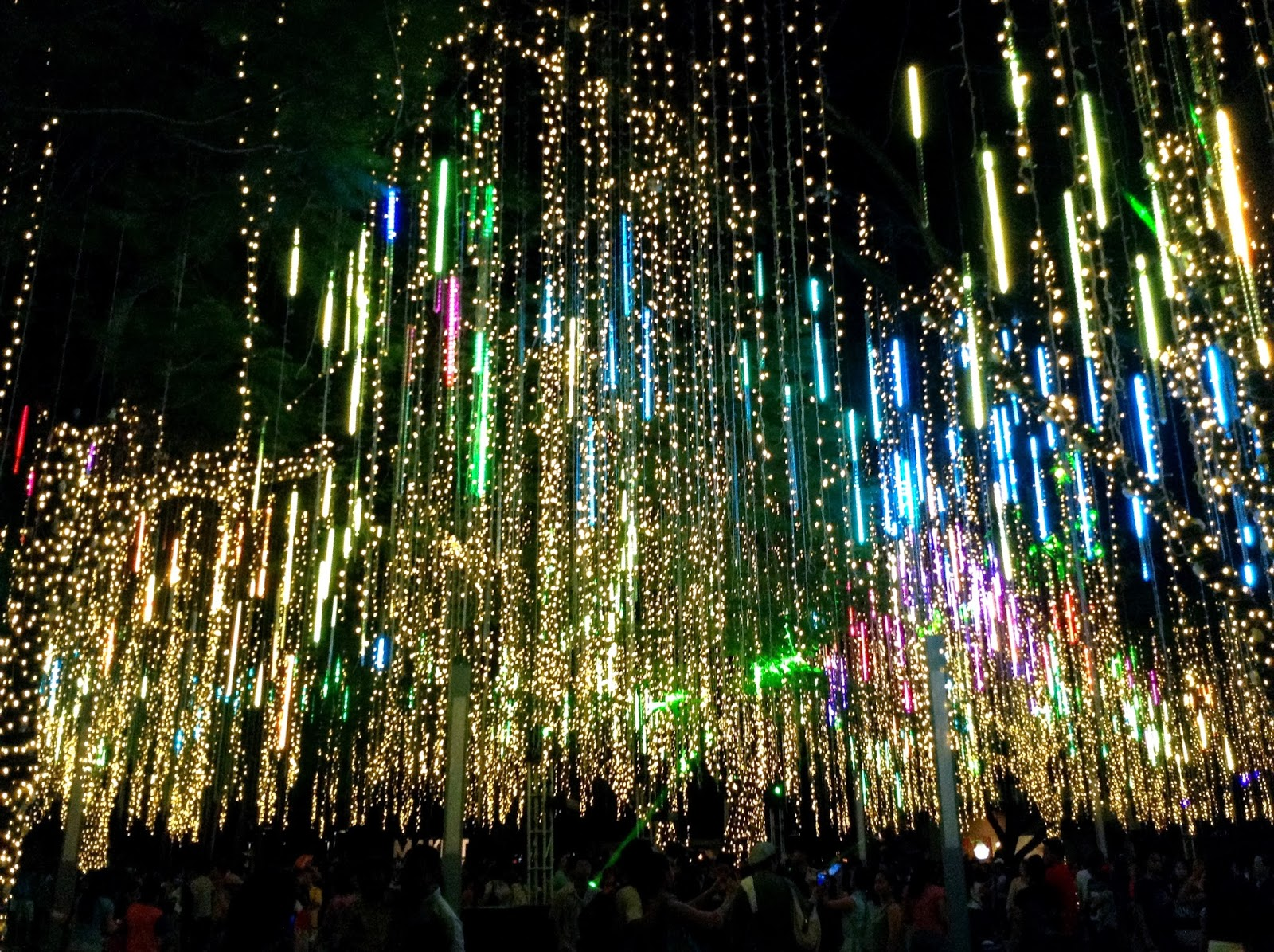 different kind of christmas spectacle ayala triangle light sound show 2013