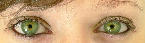6943e69660e75 No verão a maioria dos brasileiros protege a pele do sol, mas só 45% protegem  os olhos. É o que mostra um levantamento feito pelo oftalmologista Leôncio  ...