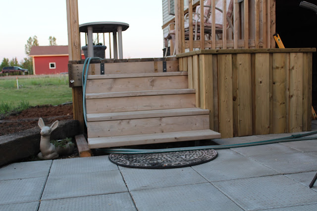 Steps from patio to deck, planter beside steps