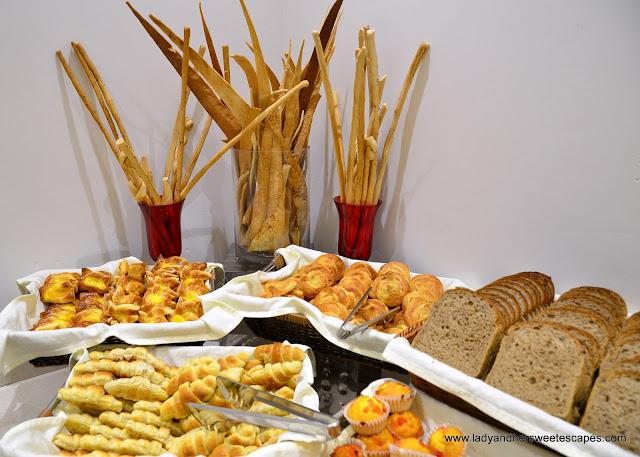 Royal Continental Hotel Dubai breakfast