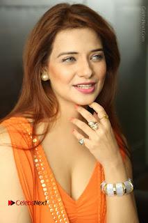 Actress Saloni Aswani Pos in Short Dress at Meelo Evaru Koteeswarudu Movie Interview  0041.JPG