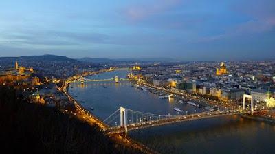 vistas nocturnas desde ciudadela budapest