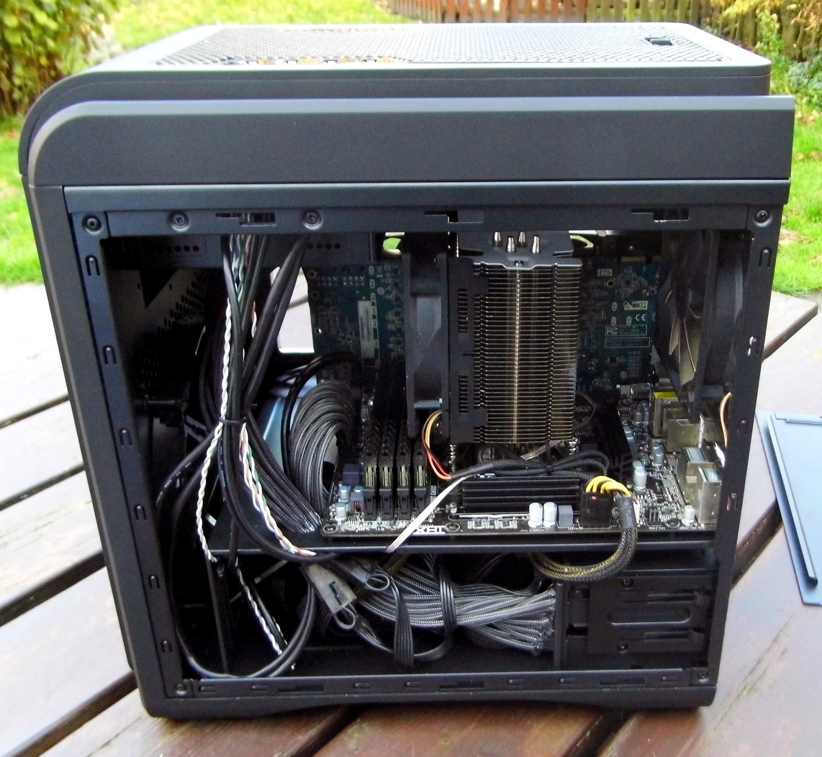 la-centrale-du-hardware-test-boitier-aerocol-ds-dead-silence-cube-montage