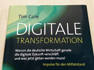 """Das Buch """"Digitale Transformation"""" von Tim Cole."""