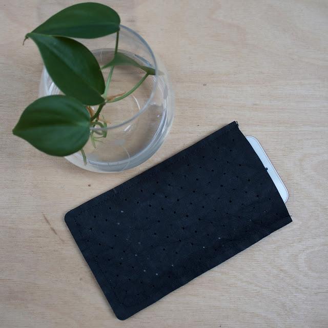 Pouzdro na mobil DIY z recyklovaného papíru