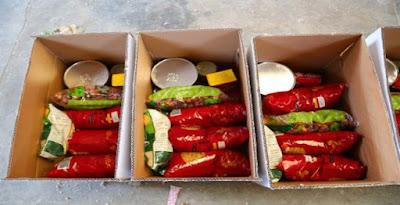 توزيع كراتين مواد غذائية - صورة أرشيفية