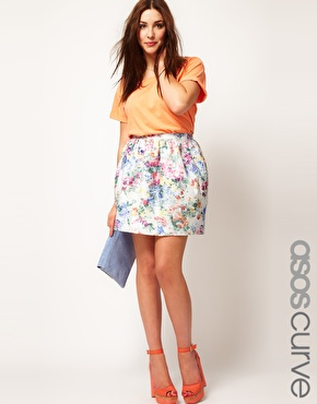 90e7e1dfbea50 This plus size skirt has been crafted from a fine woven