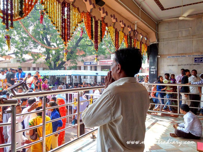 Shani Shinganapur devotee praying, Maharashtra