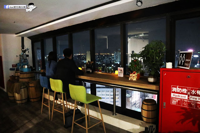 IMG 4537 - 熱血採訪│凱度高空咖啡館,隱藏在高樓大廈裡的夜景咖啡,百元有找,談生意、約會好地方