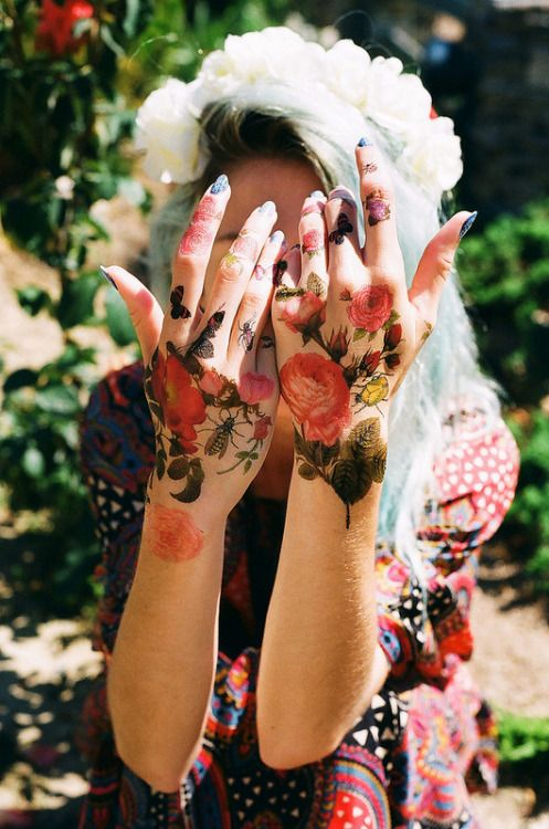 Awesome Flower Tattoos on Hand