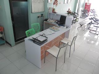 Meja CS Untuk Ruang Lobi Kantor Sempit - Furniture Kantor