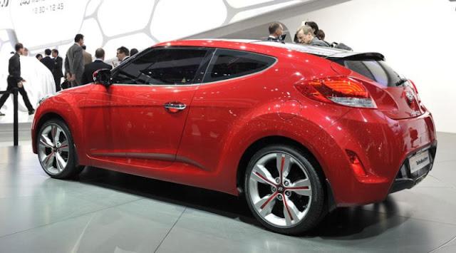 O Carro com 3 portas Hyundai Veloster 2012