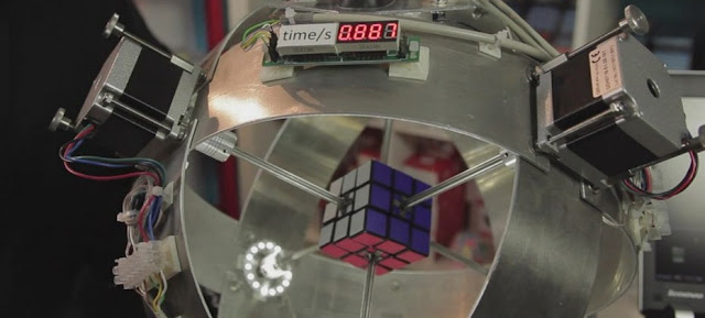 robot-solves-rubik-cube