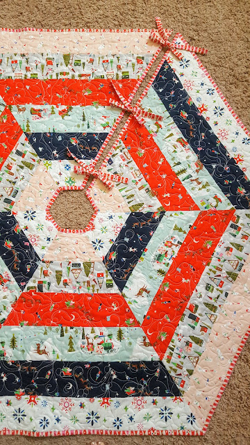 Holly Jolly tree skirt pattern Riley Blake Way Up North fabric