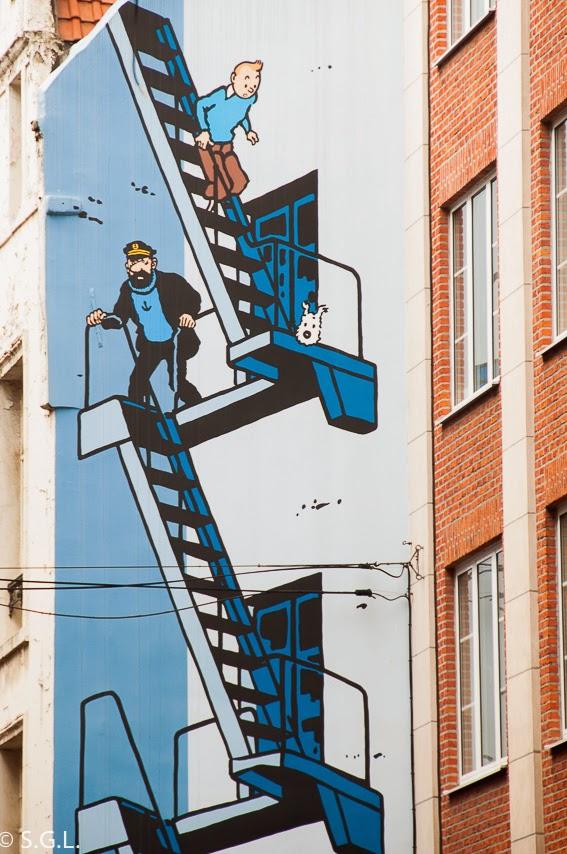 Tintin Milu y el capitan Haddock en la ruta del comic en Bruselas