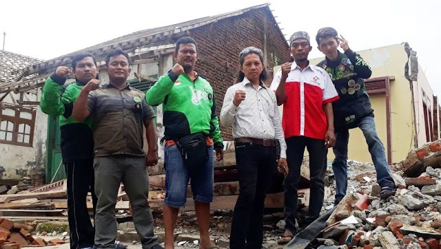 Komando Lintas Barat (KLB) Ojek Online Gelar Bakti Sosial di Brebes.