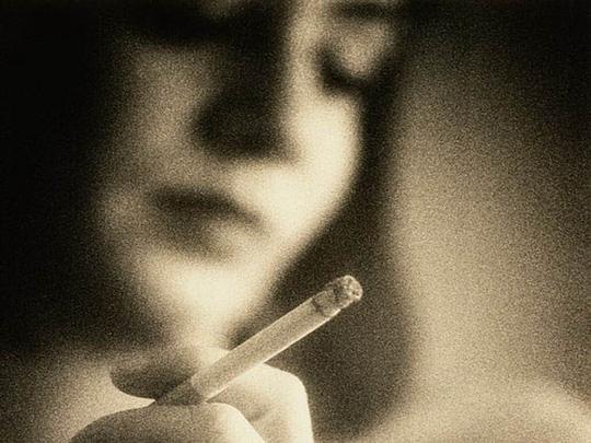 Con dễ bị tắc phổi nghẽn mãn tính nếu mẹ nghiện thuốc lá