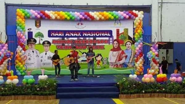 Kim Pelantun Lagu This War Is Not For Us Memukau Ratusan Anak di GOR Saburai Lampung