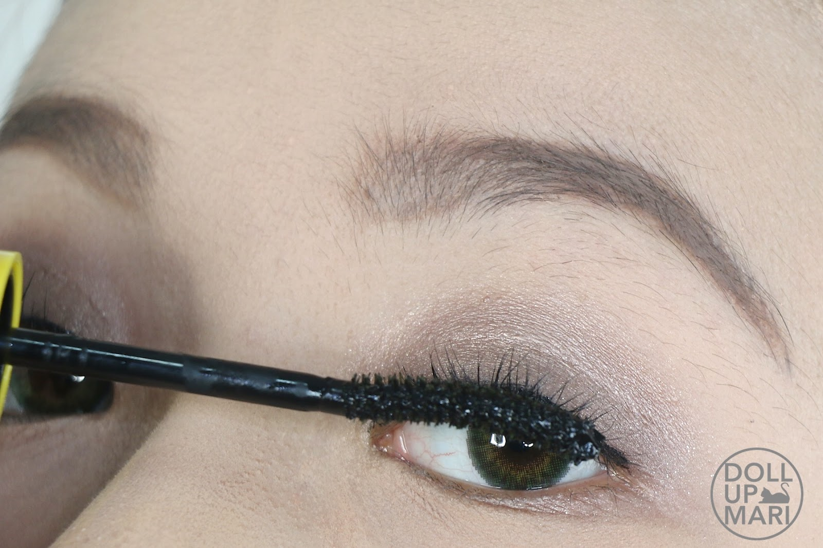 11bd75e549d Applying Maybelline Philippines The Magnum Volum' Express Waterproof Mascara  To Upper Lashes