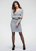 Rochie modernă şi feminină, tricotată din fire melanj moi