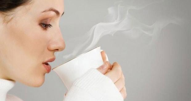 Terbiasa minum teh atau kopi di pagi hari? mulai hari ini cobalah anda ubah kebiasaan itu dan menggantinya dengan air putih hangat.  Sebab, ada banyak keistimewaan air putih hangat jika diminum saat pagi hari dalam keadaan lambung masih kosong.