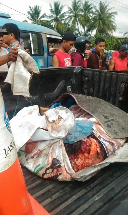 Jenazah korban yang tewas digilas truk