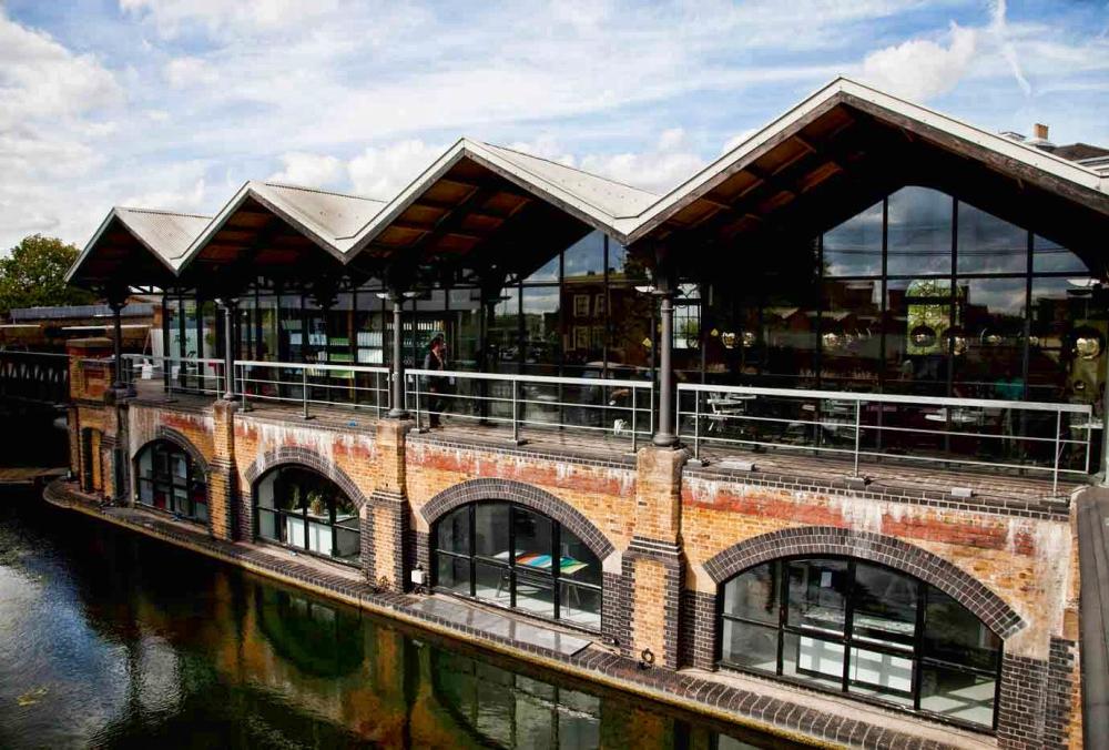 Im Londoner Dock Kitchen an den Portobello Docks zaubert Jungkoch Stevie Parle moderne und experimentelle Gerichte