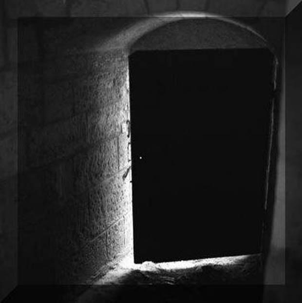 Terror psicologico un extra o tras la puerta historia for Puerta que se abre sola