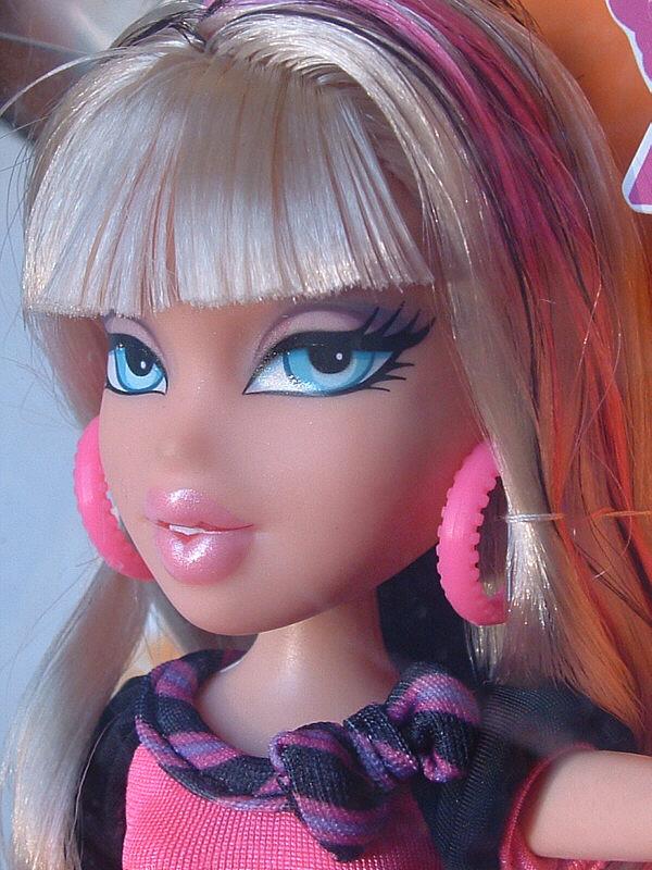 Msj S Doll Pit Bratz Neon Runway Cloe